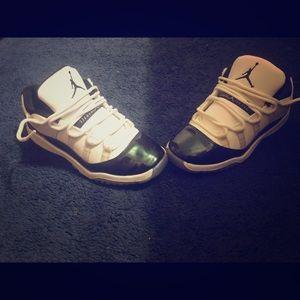 Jordan 11 low iridescent size 3